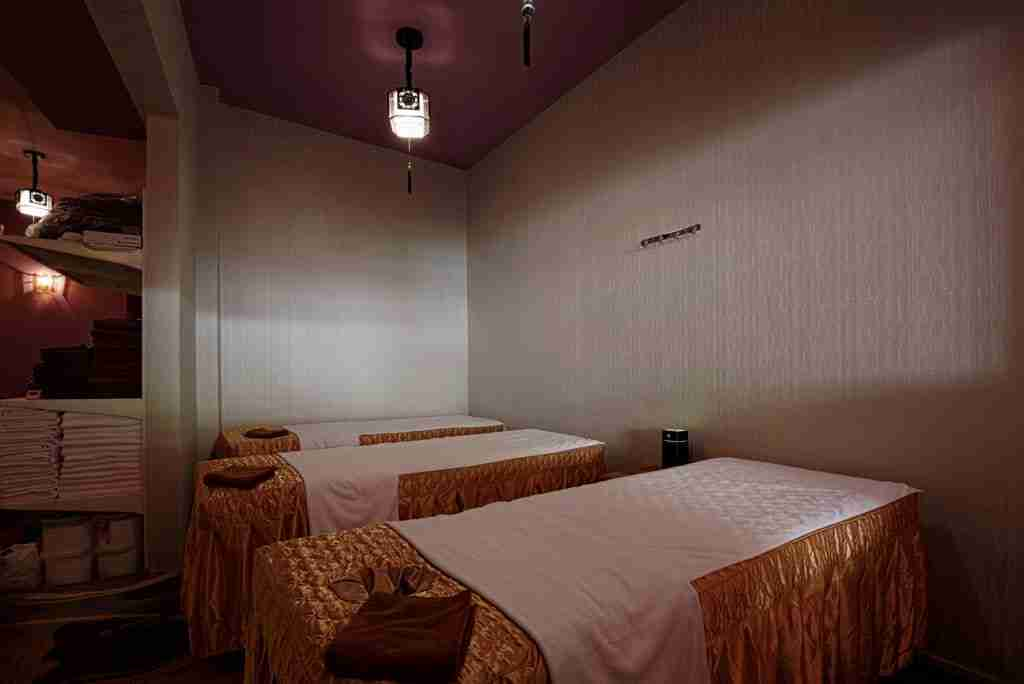 Banish muscles aches with our excellent tuina body massage at Pure Relaxology!